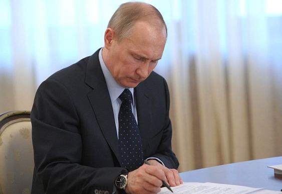 """Путин выделил землю под культурный центр на базе """"Мосфильма"""""""
